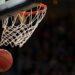 El riojano Santi Aldama pasa el testigo del baloncesto a su hijo